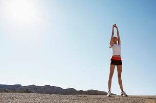 Female runner stretchingの写真素材 [FYI02940393]