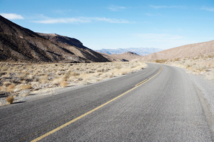 Empty highway in desertの写真素材 [FYI02940519]