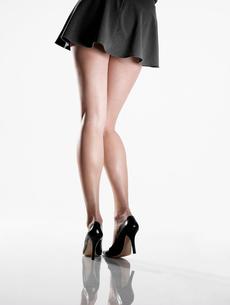 Woman wearing mini skirt and high heelsの写真素材 [FYI02940636]