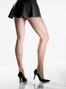 Woman wearing mini skirt and high heelsの写真素材 [FYI02940661]