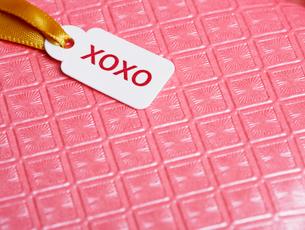 Valentine card on ribbonの写真素材 [FYI02940734]