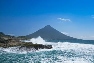 瀬平海岸からの開聞岳の写真素材 [FYI02940891]