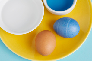 Close-up of two eggs by Easter egg dyeの写真素材 [FYI02941144]
