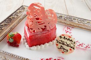 苺のバレンタインケーキの写真素材 [FYI02941342]