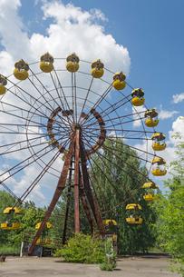 チェルノブイリ原発事故の影響で廃墟となった遊園地の写真素材 [FYI02941469]