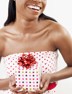 Woman Holding Christmas Presentの写真素材 [FYI02941484]