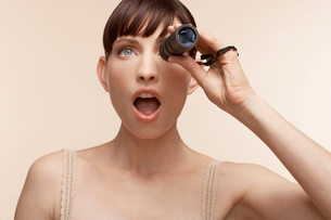 Mid adult woman using monocularの写真素材 [FYI02941599]
