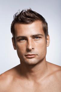 Portrait of mid adult manの写真素材 [FYI02941755]