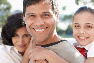 Husband and wife with daughterの写真素材 [FYI02941936]