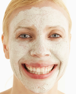 Mid-Adult Woman with Face Maskの写真素材 [FYI02942043]
