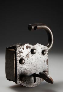 Unlocked Metal Padlockの写真素材 [FYI02942047]