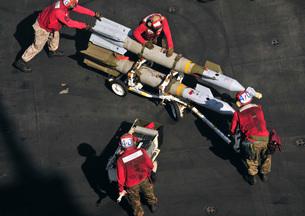 Marines push pordnance into place on the flight deck of USSの写真素材 [FYI02942162]