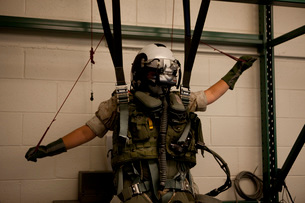 A U.S. Marine training in the virtual parachute trainer.の写真素材 [FYI02942197]