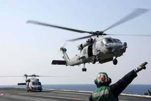An HH-60H Sea Hawk helicopter takes off from USS Ronald Reagの写真素材 [FYI02942201]