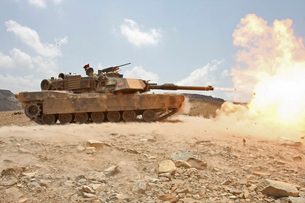 Marines bombard through a live fire range using M1A1 Abramsの写真素材 [FYI02942208]
