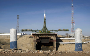 The Soyuz rocket is erected into position at the launch padの写真素材 [FYI02942216]