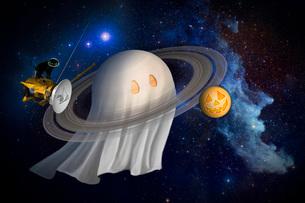 An artist's Halloween illustration of Cassini and Saturn.の写真素材 [FYI02942228]