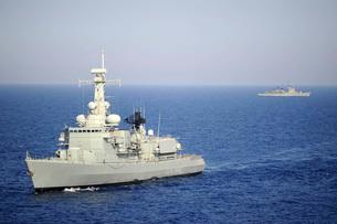 Portuguese navy frigate NRP Bartolomeu Dias in transit in thの写真素材 [FYI02942232]