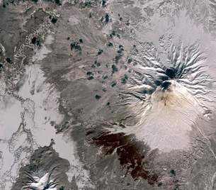 An ash rich plume rises above the Shiveluch volcano on Russiの写真素材 [FYI02942306]