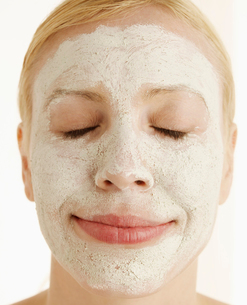 Mid-Adult Woman with Face Maskの写真素材 [FYI02942486]