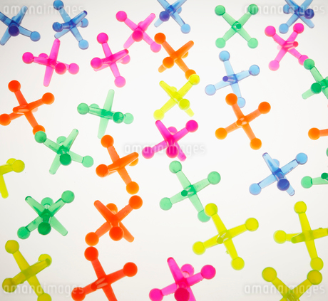 Colorful Cross Shaped Plastic Objectsの写真素材 [FYI02942510]