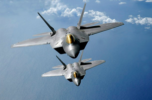 Two F-22 Raptors fly over the Pacific Ocean.の写真素材 [FYI02942573]