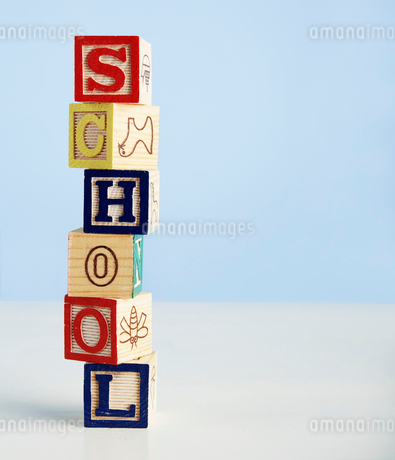 Toy Blocks Spelling Out Schoolの写真素材 [FYI02942599]