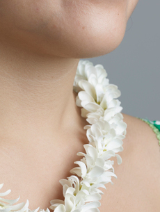 Woman Wearing Necklace Made from Flowersの写真素材 [FYI02942644]