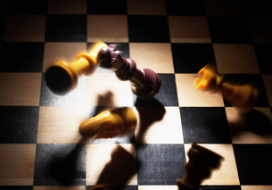 Chess Pieces Falling on Boardの写真素材 [FYI02942646]