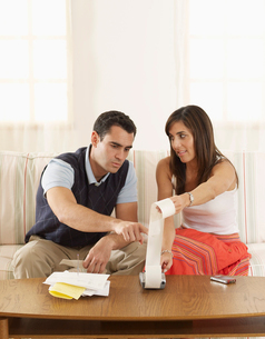 Mid-Adult Couple Looking at Receiptsの写真素材 [FYI02942654]