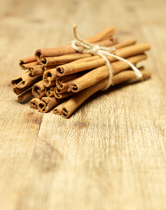 Bundle of Cinnamon Sticksの写真素材 [FYI02942743]