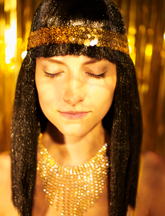 Woman in Wig and Golden Jewelryの写真素材 [FYI02942819]