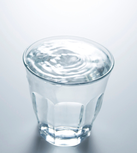 Full Glass of Waterの写真素材 [FYI02942826]