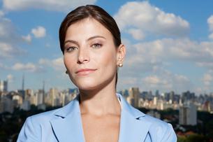Portrait of businesswoman in cityの写真素材 [FYI02942827]