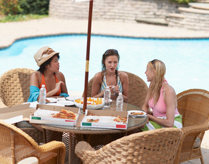 Three Female Friends Eating by Poolの写真素材 [FYI02942984]