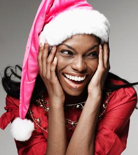 Excited Woman Wearing Santa Hatの写真素材 [FYI02943291]