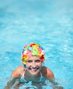 Mid-Adult Woman Wearing Colorful Swimcap in Swimming Poolの写真素材 [FYI02943304]