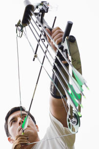 Man arrow shooting (low angle view)の写真素材 [FYI02943566]