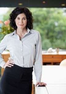 Portrait of mid adult businesswomanの写真素材 [FYI02943574]