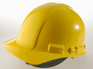 Single Yellow Hardhatの写真素材 [FYI02943649]