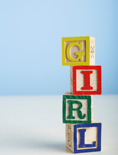 Toy Blocks Spelling Out Girlの写真素材 [FYI02943678]