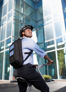 Businessman with Solar Panelled Backpack on Folding Bikeの写真素材 [FYI02943695]