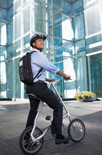Businessman on Folding Bikeの写真素材 [FYI02943701]