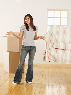 Woman Lifting Sofa by Thoughtの写真素材 [FYI02943703]