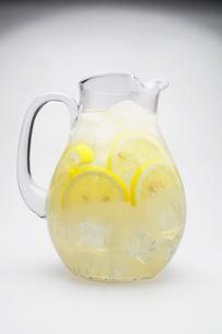 Jug of lemonadeの写真素材 [FYI02943737]