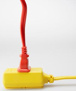 Electrical Cord in Yellow Plugの写真素材 [FYI02943744]