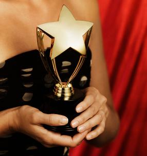 Woman Holding Trophyの写真素材 [FYI02943790]