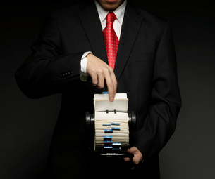 Businessman Using Rotary Fileの写真素材 [FYI02943980]