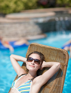 Mid-Adult Woman on Lounge Chairの写真素材 [FYI02944081]