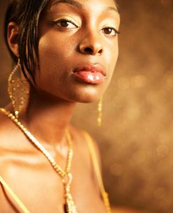 Portrait of Woman Wearing Gold Jewelryの写真素材 [FYI02944123]